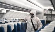 CLIP: Cận cảnh khử trùng máy bay trong dịch virus corona