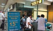 Tranh chỗ xếp hàng, 4 phụ nữ lao vào xô xát ngay cửa ra máy bay ở Nội Bài