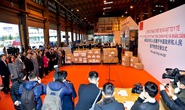 Trao trang thiết bị, vật tư, y tế của Việt Nam tặng Trung Quốc