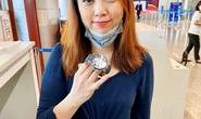 Trao  trả lại đồng hồ trị giá 40.000 USD để quên tại sân bay Đà Nẵng cho hành khách