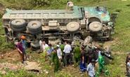 CLIP: Hiện trường vụ xe tải tông xe bán tải vỡ nát, 3 người nguy kịch mắc kẹt trong xe