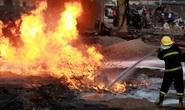 Xe tải tông vào đống bình gas, 15 người chết, 50 toà nhà tan hoang