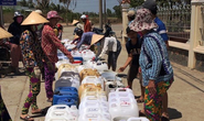 Biệt đội chở nước ngọt về cấp miễn phí cho dân vùng hạn mặn