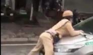 Tài xế taxi hất Trung uý CSGT lên nắp capô phóng chạy chục km qua 3 quận
