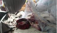 Xe container tông sập 3 nhà dân, nhiều người đang ngủ thoát chết trong gang tấc