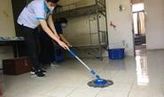 Sinh viên tình nguyện dọn dẹp khu cách ly lớn nhất TP HCM