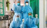 Bác sĩ Bệnh viện Xanh Pôn vui mừng sau khi gỡ bỏ phong tỏa vì có bệnh nhân Covid-19 tới thăm con
