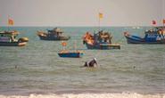 Rủ nhau tắm biển lúc sóng lớn, 3 trẻ em bị đuối nước