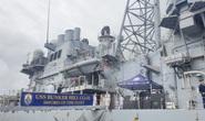 Hình ảnh tàu tuần dương hạm hộ tống siêu tàu sân bay Mỹ cập cảng Đà Nẵng