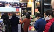 Đổ xô đi mua thực phẩm sau khi có ca nhiễm Covid-19 đầu tiên ở Hà Nội