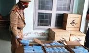 CSGT Quảng Bình bắt quả tang xe tải chở 75.000 khẩu trang y tế lậu