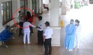 Khởi tố đại gia đánh bảo vệ bệnh viện khi được nhắc đo thân nhiệt