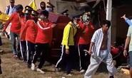 CLIP: Hỗn chiến trên đường đưa tang, nhiều người nhập viện