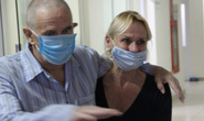 Bệnh nhân người Anh từng rất nguy kịch được xuất viện về nước lúc 22 giờ