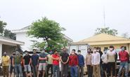 Đang giãn cách xã hội chống dịch Covid-19, hơn 30 nam nữ chui vào rừng đánh bạc