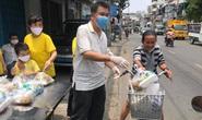 NSND Lệ Thủy tặng gạo cho nghệ sĩ nghèo, Hữu Nghĩa tặng cơm cho người khuyết tật
