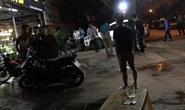 Hai nhóm bảo vệ và thanh niên lao vào hỗn chiến, nổ súng