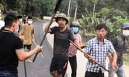 Bắt nhóm côn đồ cầm dao, tuýp sắt đánh người, đập phá ôtô trước mặt công an