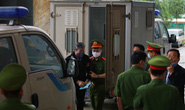 Ông Nguyễn Bắc Son đeo khẩu trang phòng Covid-19, rời xe đặc chủng vào toà phúc thẩm