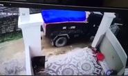 Lùi xe tải cán chết bé trai hơn 1 tuổi, tài xế bế thi thể khỏi hiện trường phi tang