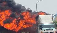 Quảng Bình: Xe tải bất ngờ bốc cháy, thiêu rụi hàng chục chiếc xe máy trên thùng