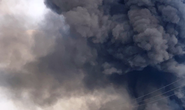 Đang cháy rất lớn tại công ty bao bì ở Cái Bè