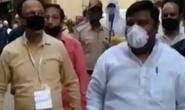 Cách ly chống Covid-19 kiểu Ấn Độ: Cảnh sát hoá thành zombie đi tuần