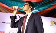 Tổng thống Madagascar uống thảo dược chống Covid-19 trên truyền hình