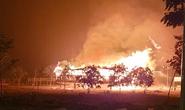 Sét đánh cháy nhà rông dưới trời mưa tầm tã