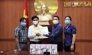 Cùng cộng đồng chung tay phòng chống dịch Covid-19: Tặng 20 máy đo thân nhiệt cho huyện Duy Xuyên, Quảng Nam