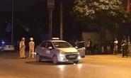 Dùng dao đâm tài xế, nghi cướp taxi