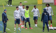 Bundesliga kỳ quặc trở lại, bất chấp hiểm họa Covid-19