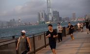 Người đàn ông Trung Quốc thủng phổi trái vì đeo khẩu trang chạy bộ