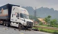 Xe container lấn làn tông 5 người thương vong