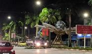 Hàng loạt cột đèn trang trí mới làm tại TP Vinh đổ gãy sau trận mưa
