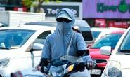 CLIP: Người Hà Nội dùng đủ chiêu trong đợt nắng nóng kỷ lục 45 độ C