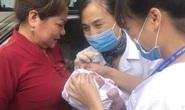 Tắc đường, nhân viên tiêm chủng CDC đỡ đẻ cho sản phụ ngay trên taxi