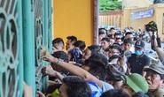 CLIP: V.League 2020 trở lại: Hàng ngàn người đổ xô đến sân mua vé trận Nam Định-HAGL