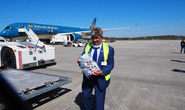 Bật mí quá trình hô biến máy bay chở khách thành chở hàng hóa