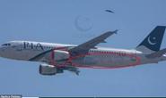 Máy bay rơi ở Pakistan: Vết cháy xém bên dưới các động cơ