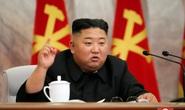 Vắng bóng hơn 20 ngày, ông Kim Jong-un tái xuất ký 7 sắc lệnh quân sự