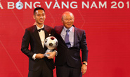 Khoảnh khắc HLV Lê Huỳnh Đức xướng tên Đỗ Hùng Dũng giành Quả bóng Vàng 2019