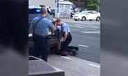 Mỹ: Bị cảnh sát da trắng lấy đầu gối chẹt cổ, người đàn ông da màu tử vong