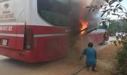 Cháy xe giường nằm, hàng chục hành khách tháo chạy