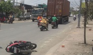 CLIP: Văng xuống đường tử vong tại chỗ sau va chạm với xe container ở TP HCM
