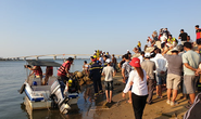 NÓNG: Lật thuyền trên sông Thu Bồn, 5 người đang mất tích
