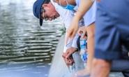 CLIP: Cảnh chuyên gia soi chất lượng, thẩm mỹ việc tôn tạo bờ kè hồ Gươm