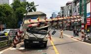 Xe tải tông gãy cột giới hạn chiều cao cầu vượt Tây Sơn