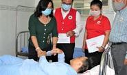 Đồng Nai: Tặng quà công nhân bị tai nạn lao động