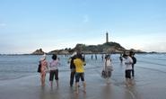 Lội biển qua hải đăng Kê Gà